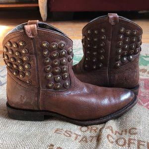 Frye Wyatt studded ankle boots 9.5